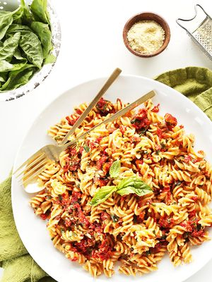 10 Fast and Easy Weeknight Pasta Recipes