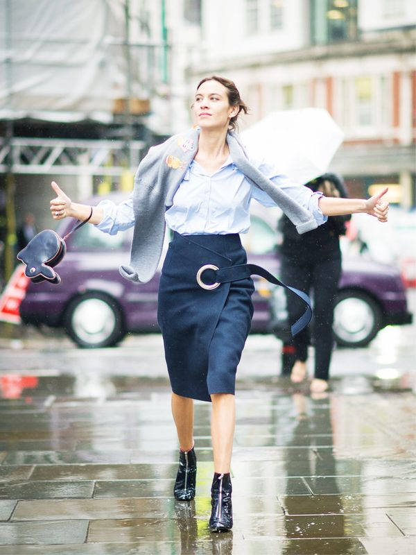 Alexa Chung style: wrap your jumper around your shoulders in a kings road fashion