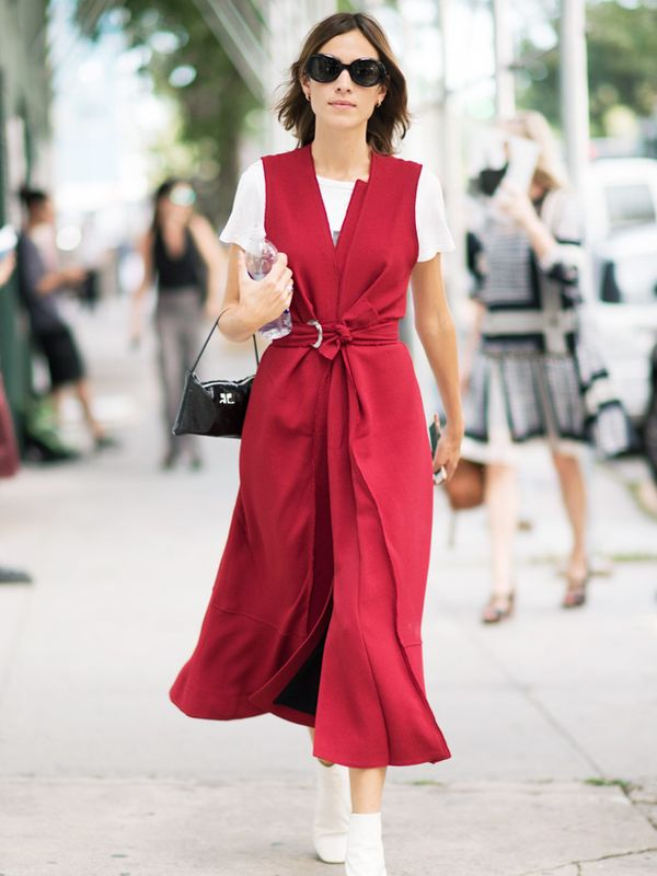 Alexa Chung style: use a white t-shirt to keep things casual.