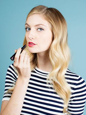 Video Tutorial: How to Do Your Makeup Like Taylor Swift