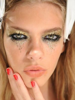 How to Pull Off Glitter Eye Makeup Like a French Girl