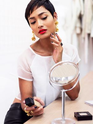 Fingers or Brushes: What's Really the Best Makeup Application Method?