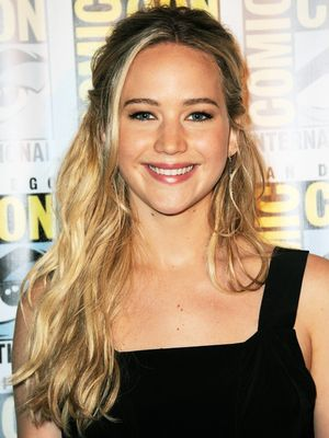 Jennifer Lawrence Debuts a Mega-Blond Bob