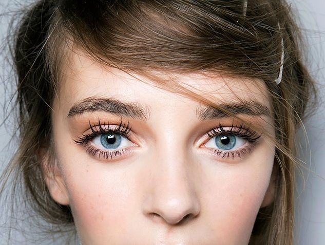 Here's What Women With Great Eyelashes Always Do