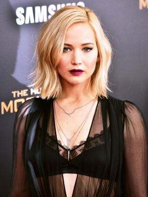 Jennifer Lawrence Goes Goth Chic for the Hunger Games Premiere