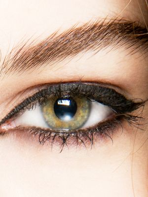 3 Makeup Tricks for Girls With Small Eyes