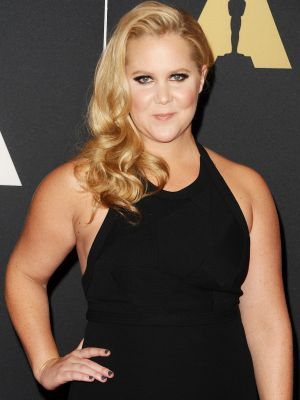 Watch Amy Schumer Hilariously Mock Facebook Engagement Photos