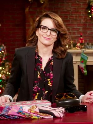 Watch Tina Fey and Amy Poehler Hilariously Mock Holiday Gift Buying