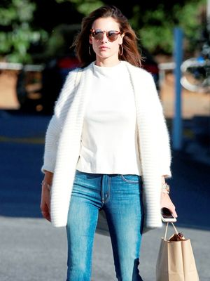 Alessandra Ambrosio's Trick for Making a Laid-Back Outfit Polished