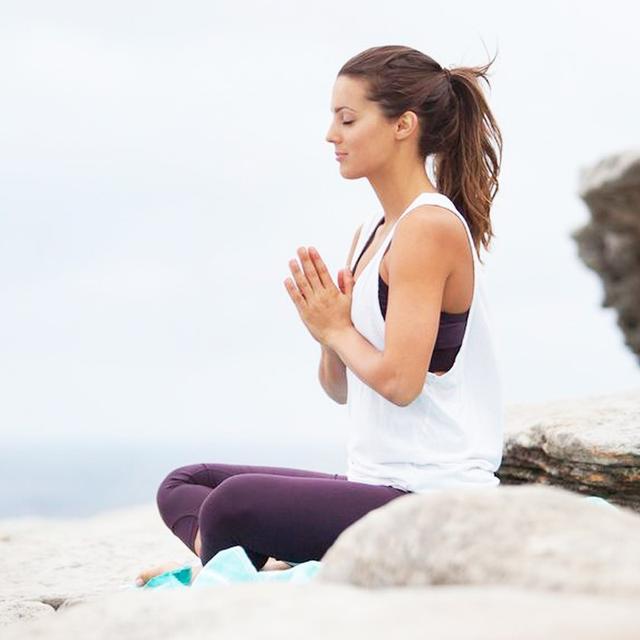 3 Simple Meditation Hacks to Keep You Sane This Season