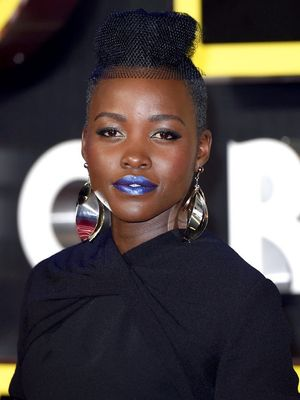 "How To: Lupita Nyong'o's Metallic Blue Lip From the ""Star Wars"" Premiere"