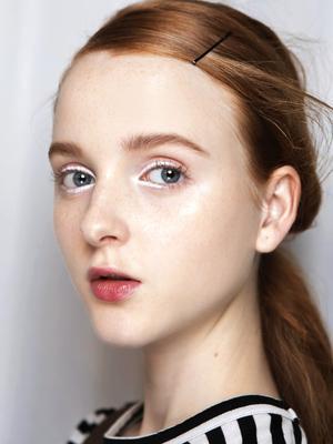 5 White Eye Makeup Looks to Inspire Your Snow Season Beauty