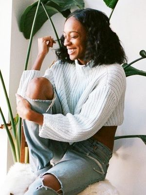 A Cozy Off-Duty Sweater and Denim Look to Try Now