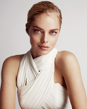 Samara Weaving Models This Season's Must-Try Makeup Trends