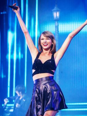 Prepare to Freak Out Over Taylor Swift's Doppelgänger