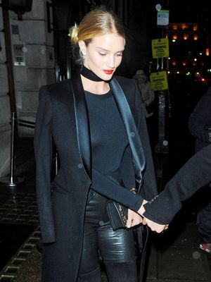 How Rosie Huntington-Whiteley Makes an All-Black Outfit Feel Fresh