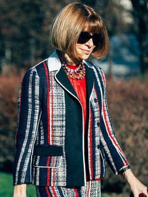 See Anna Wintour Working at Her Desk IRL