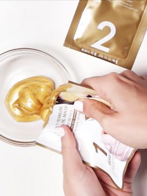 Unboxed: A Golden Mask That Makes Your Pores Disappear
