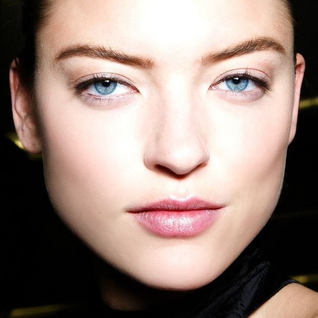 How to Maintain Your Brows Between Appointments Without Tweezers