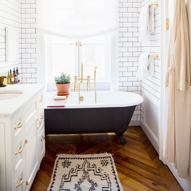 15 Tiny Bathrooms With Major Chic Factor