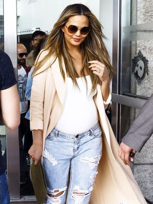 Okay Seriously, Chrissy Teigen Has the Chicest Maternity Style