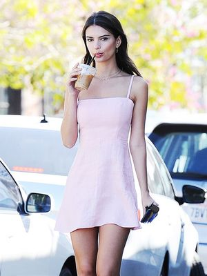 Emily Ratajkowski Just Found the Perfect Nude Pumps for Spring