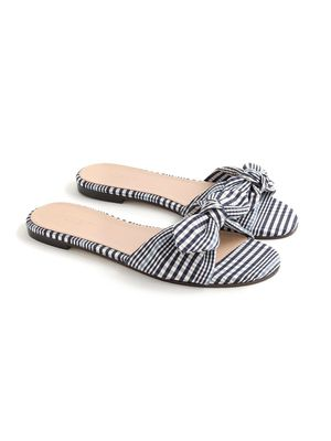 Must-Have: Gingham Slides