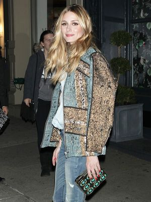 What Celebs Wear to Look Incredible in Photographs