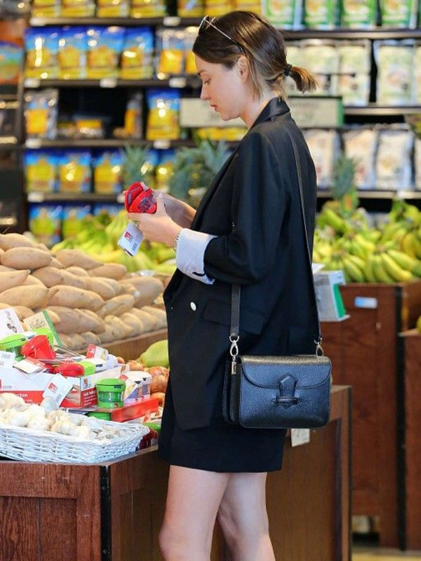 FYI Miranda Kerr Wears Really Cute Outfits to Grocery Shop | WhoWhatWear AU