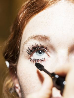The Surprising Reasons Your Mascara Keeps Flaking