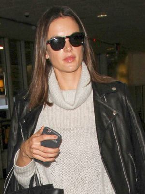 How to Wear Leggings to the Airport, Just Like Alessandra Ambrosio