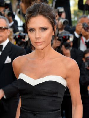Your Mom, Boss, and S.O. Would Agree: Victoria Beckham's Look Is Chic