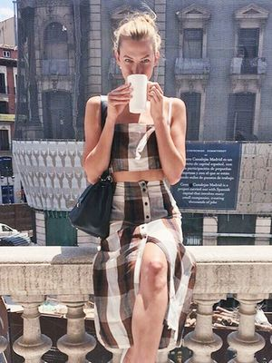 Karlie Kloss Solved Your Whole Summer Outfit in Just 2 Pieces