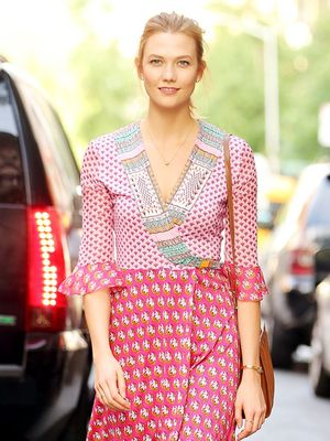 Karlie Kloss Just Wore the Most Figure-Flattering Summer Dress Around