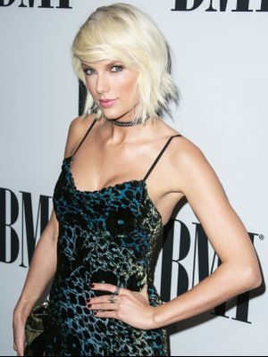 Is Taylor Swift Going Back to Her Sweet Retro Style?