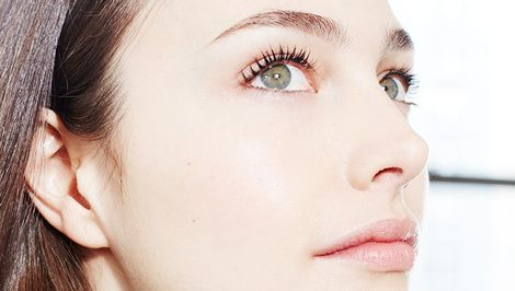 How to Get Stick-Straight Lashes to Hold a Curl All Day