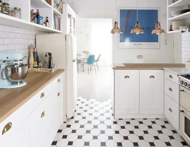 We've seen our share of sleek, modern homes that nail this trend, but this classic interior proves any space can experiment with tile transitioning. This Barcelona home blends...
