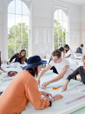 How to Pick the Right Fashion School for You