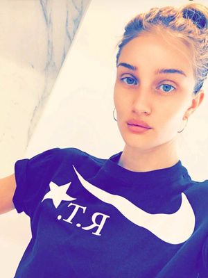 Rosie Huntington-Whiteley Just Snapped the Best At-Home Facial