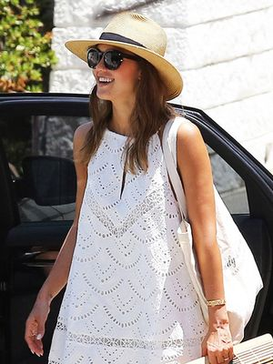 Jessica Alba Just Wore the Bag Bloggers Love