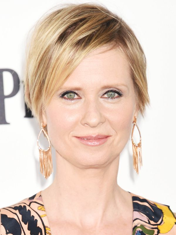 Short hairstyles: Cynthia Nixon with a pixie crop and golden highlights