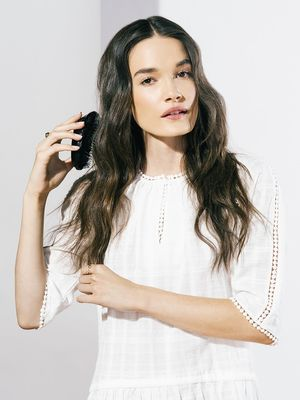 Hair Tutorial: How to Do Brushed-Out Waves