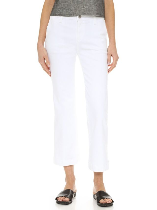 How to Wear White Cropped Jeans for Fall