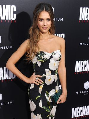 Jessica Alba Shows Us How to Pull off Floral Print for Black Tie