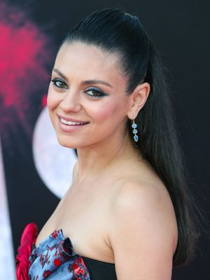 Mila Kunis's Newest Pregnancy Look Is Very That '70s Show