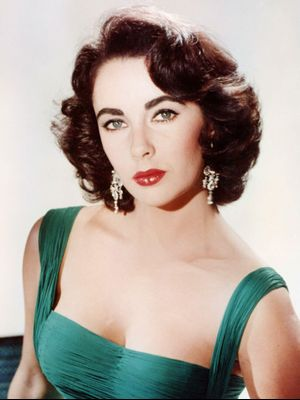 This Mesmerizing Video of Elizabeth Taylor Doing Her Makeup Is Going Viral
