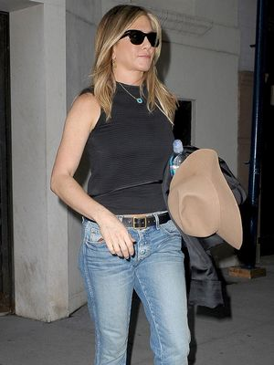 Jennifer Aniston Climbed Aboard the Biggest Shoe Bandwagon