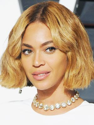 7 of the Chicest Short Hairstyles That Embrace Curls