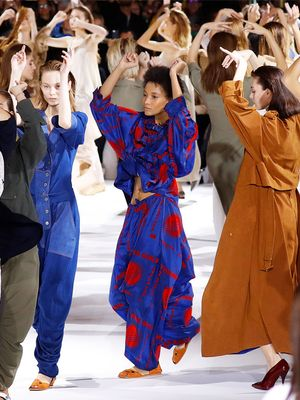 Watch Stella McCartney's Models Do a Choreographed Runway Routine