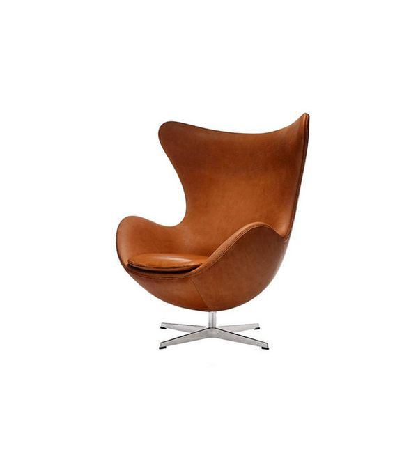 Design 101 19 iconic chairs that are making a huge for Iconic modern chairs